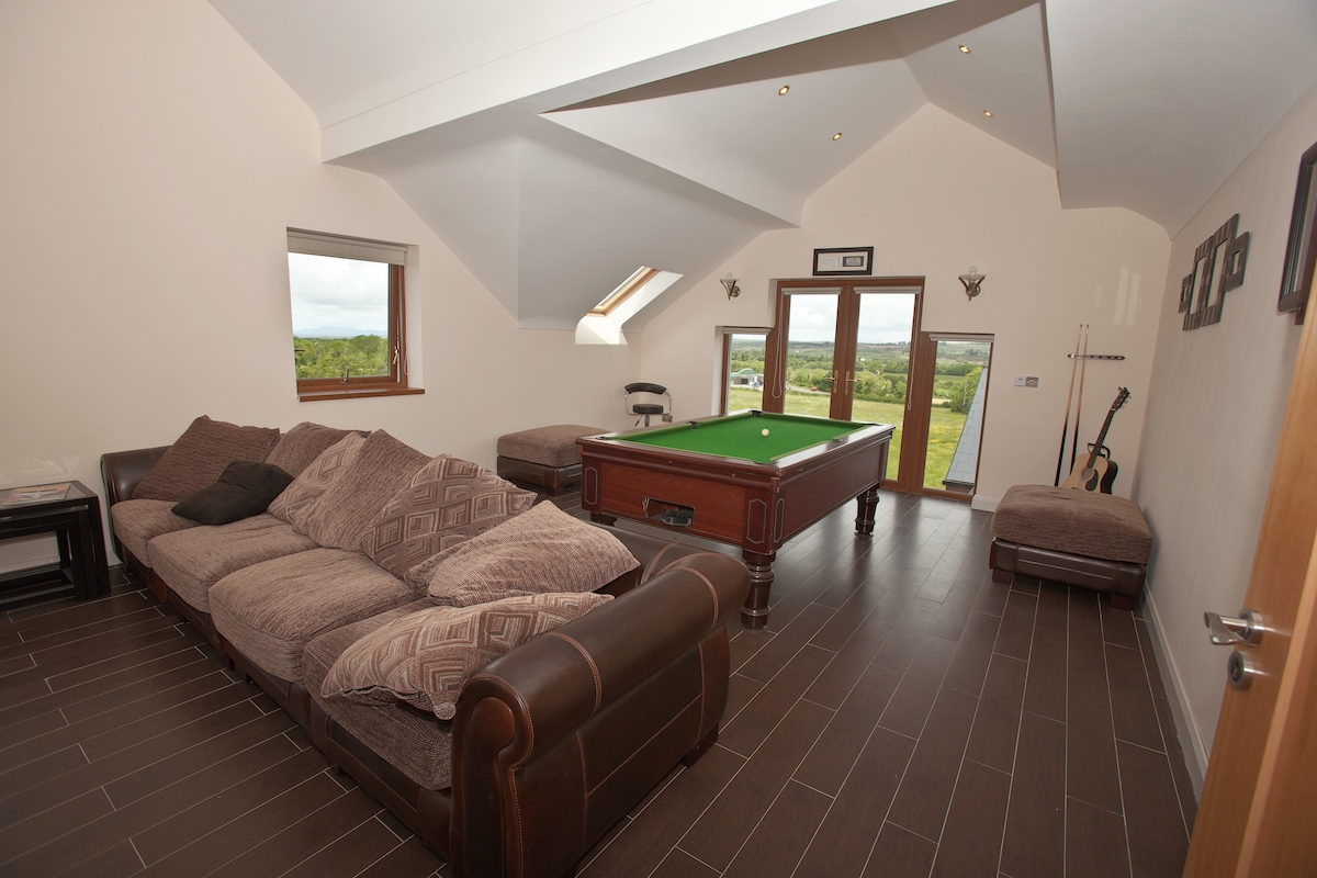 Games Room & Lounge area with flat screen TV