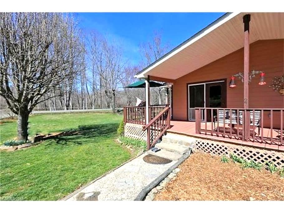 Beautiful Mountain & River View Lodging - Canton - House