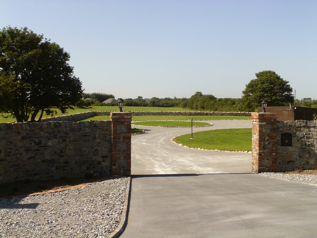 Entrance to Three Gables and grounds