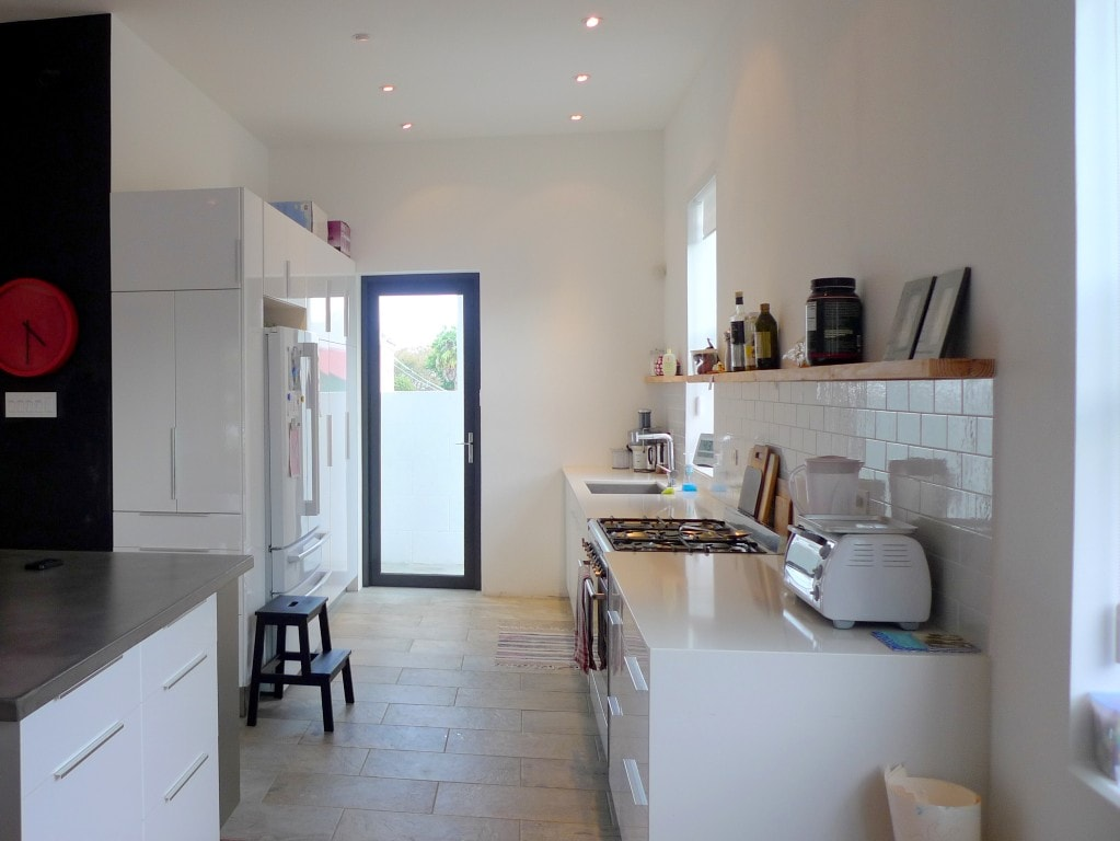Kitchen : Brightly lit,fully equipped modern kitchen with lots of counter space