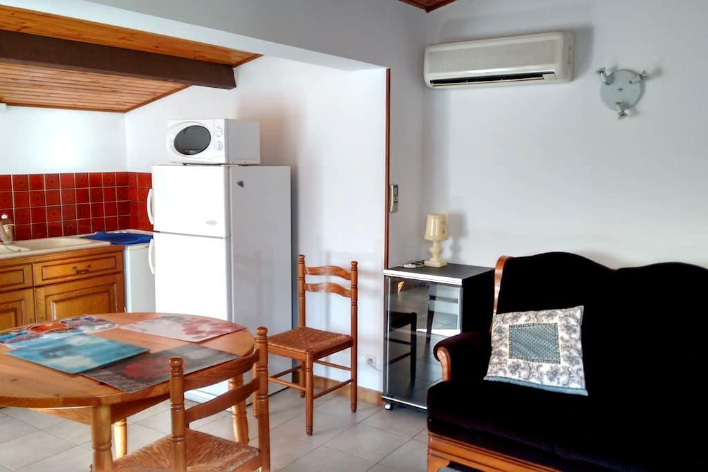 Appartement + jardin proche Nimes & Pont du Gard - Marguerittes - Byt