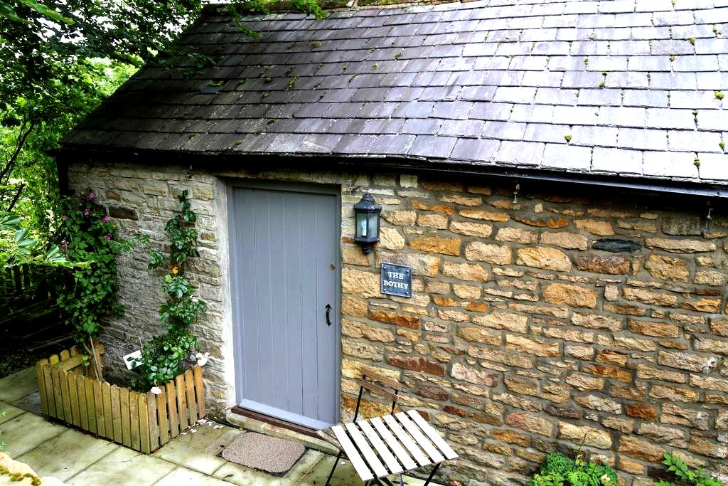 Self contained small stone cottage - Redpath