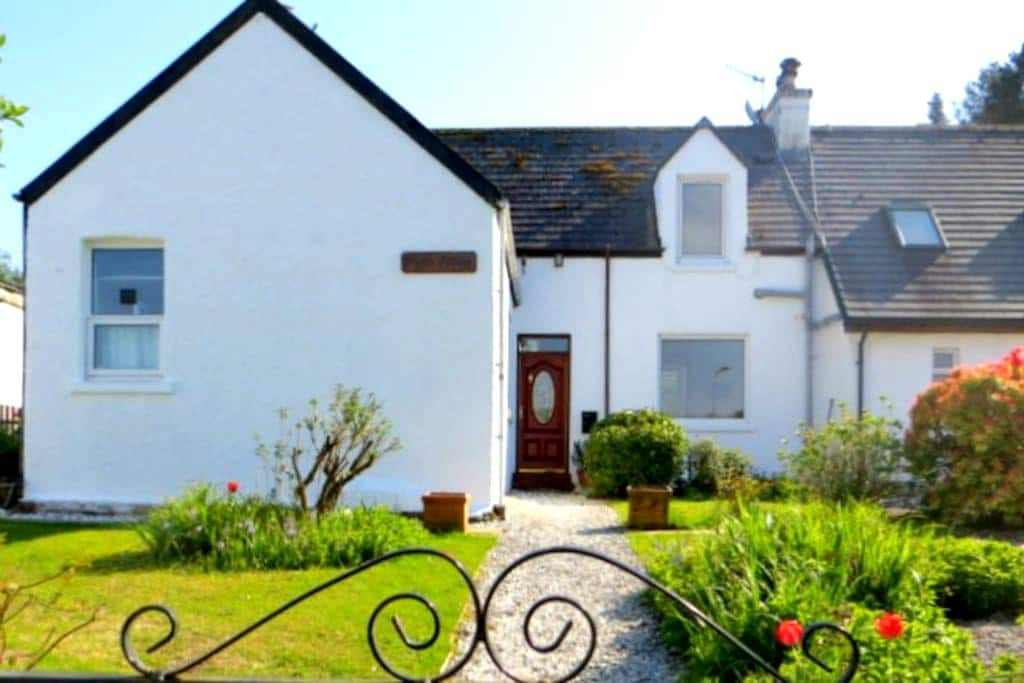 A sea view double with en-suite. - Broadford - Bed & Breakfast