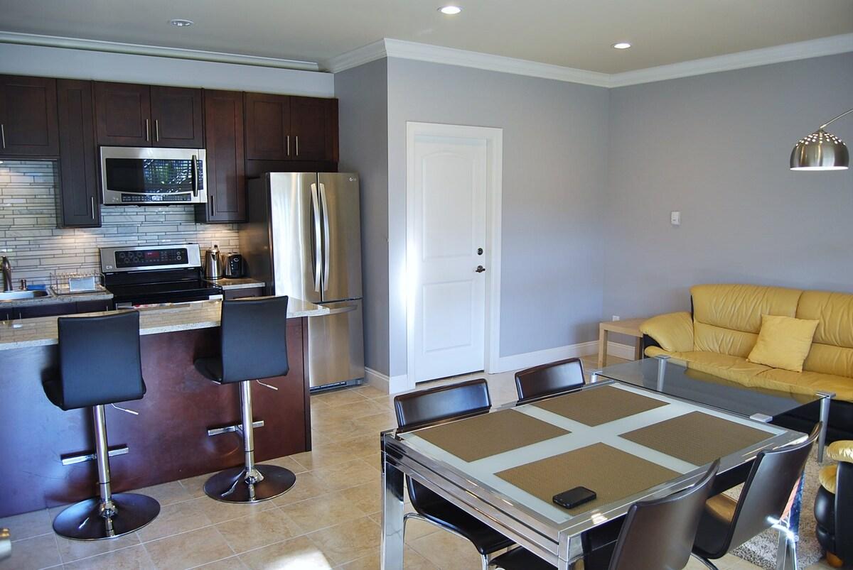 Modern 2br. Suite w/ Nice Backyard