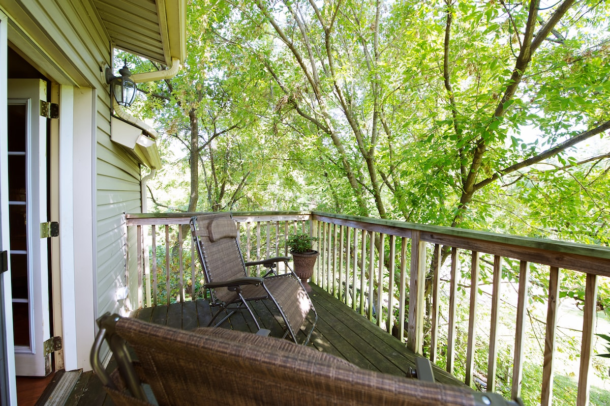 Private Tree Top Deck with two lounge chairs