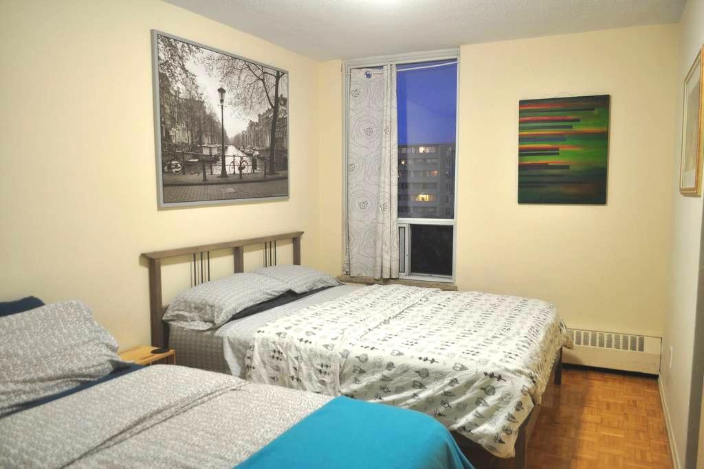 Clean bright spacious apt near 401 - Toronto - Wohnung
