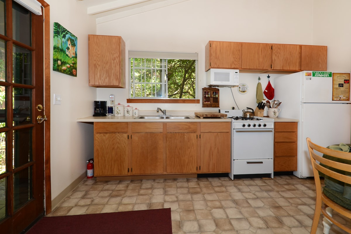 The cottage has a kitchen stocked for a cook: quality equipment, oils, vinegars & spices are included