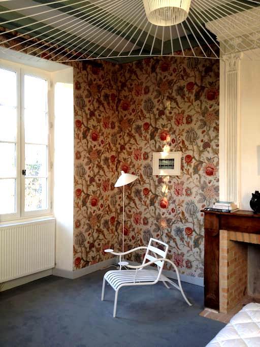 la chambre à fleur du presbytère d'Urval périgord - Urval - Bed & Breakfast