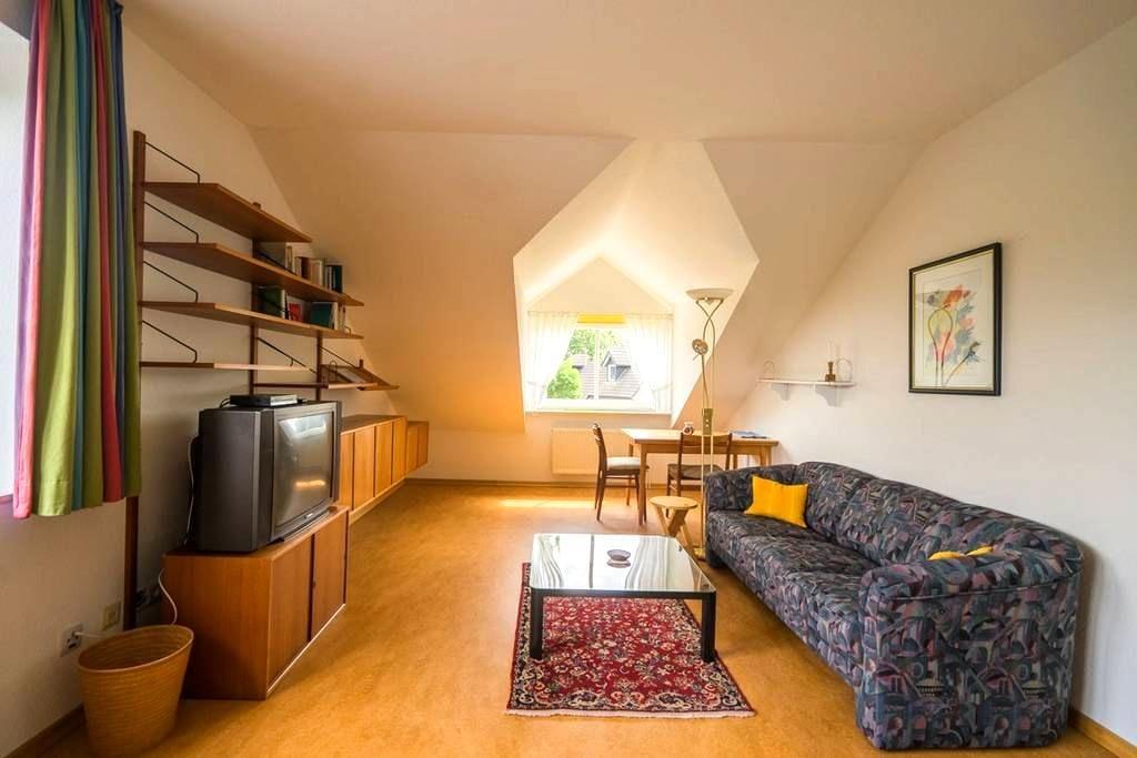 Ruhig im Grünen, mit HVV-Anbindung, großes Zimmer - Tostedt