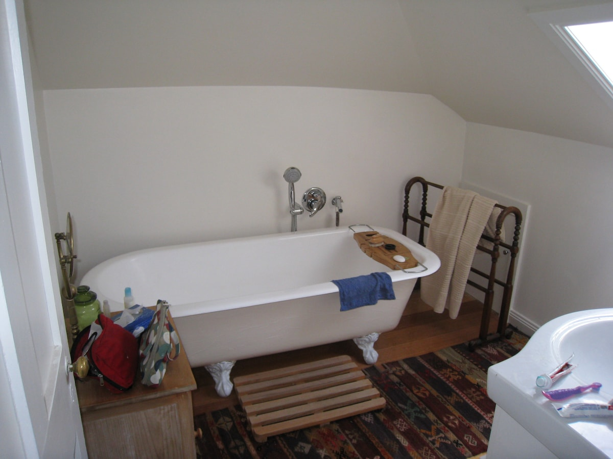 Attic bathroom,handbasin & WC