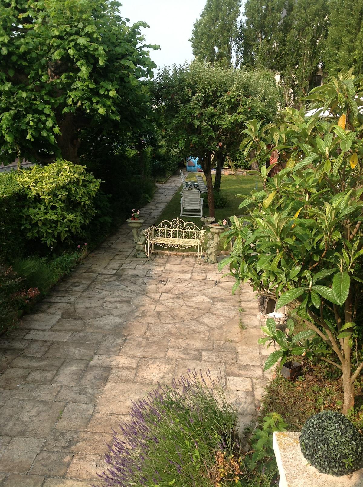Très belle demeure ancienneavec jardin dans le centre ville historique de Deauville