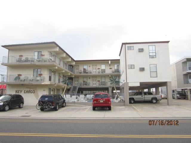 One of the best location and well-kept condo in Wildwood.  Third Floor apartment hogan hfv God