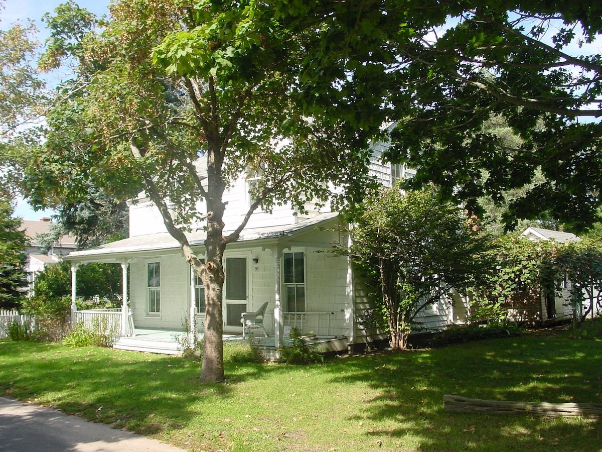 Historical Orient Pt. Beach Cottage