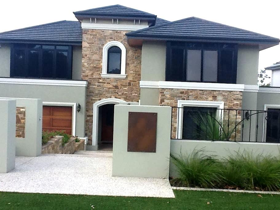 Large bedroom & private bathroom - Floreat - Dom