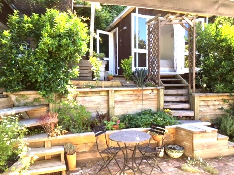 Butterfly Studio – surrounded by gardens - Auckland - Bed & Breakfast