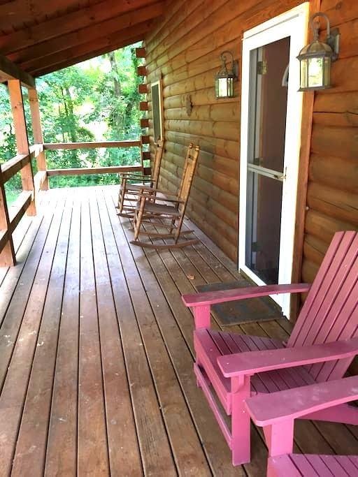 Hocking Hills Cozy 2 BR Log Cabin - Logan