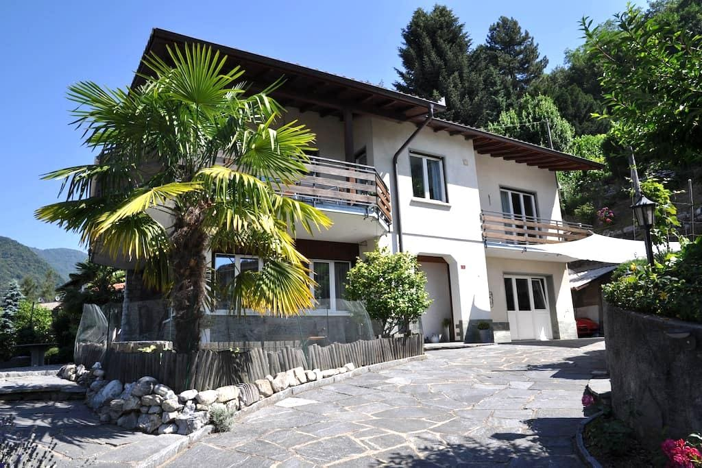 Breathtaking views halfway from Lugano & Lake Como - Morbio Superiore - Apartemen