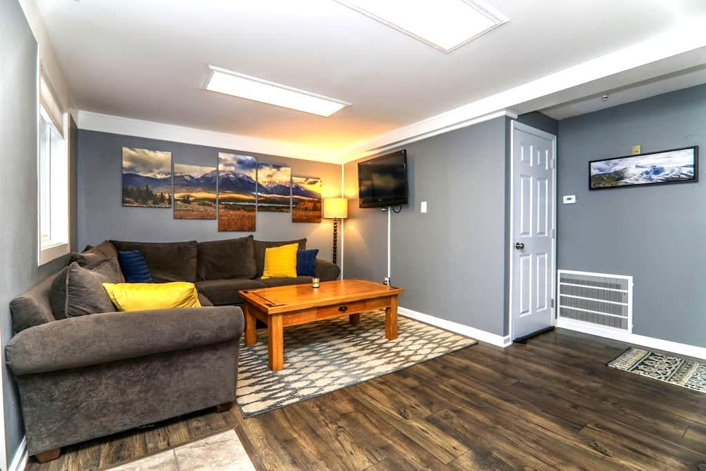 2BR with Living Room -  Remodeled & Ski-Centric! - ซิลเวอร์สโตน - บ้าน