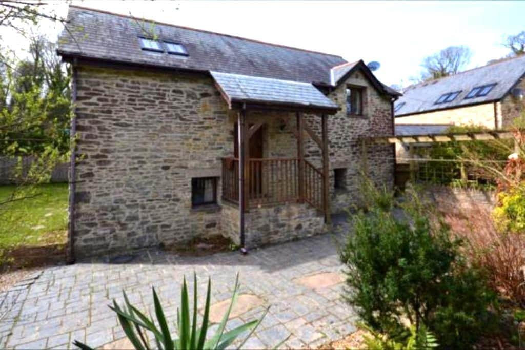 Detached Barn in Idyllic Rural Location - Brixton - Apartment