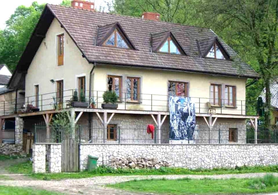 Pokoje w domu w Tyńcu nad Wisłą - กรากุฟ - บ้าน