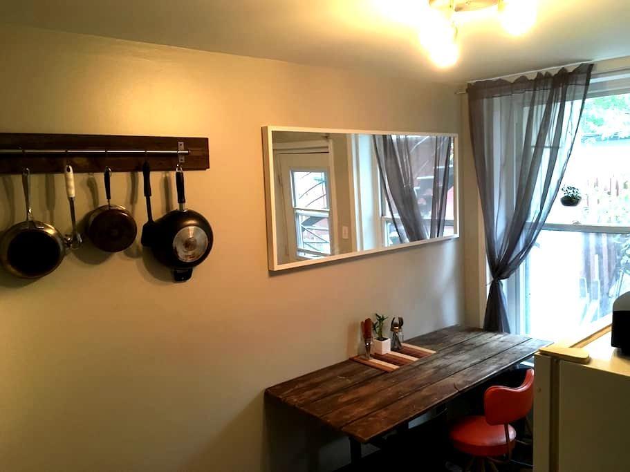 Cozy 3&1/2 in Hochelaga. - Montréal - Apartment