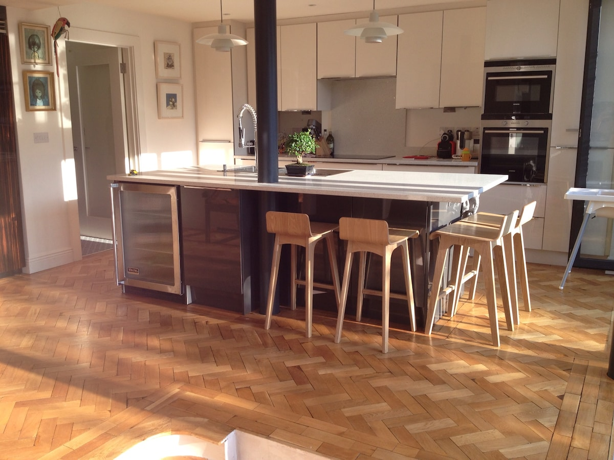 Kitchen Island, great for casual dining