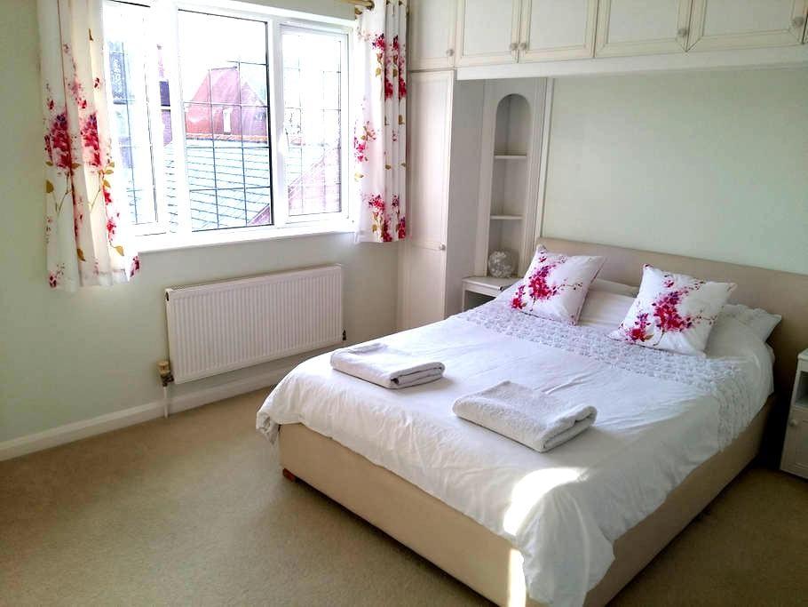 Double room, village near Wimborne - Sturminster Marshall