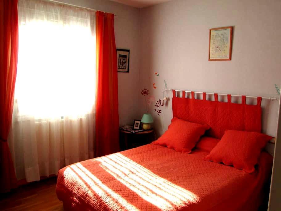 loue chambre avec salle d'eau - Mouthiers-sur-Boëme - 独立屋