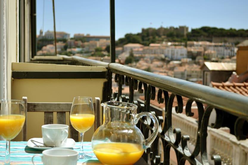 Tiny balconie w/table for 2