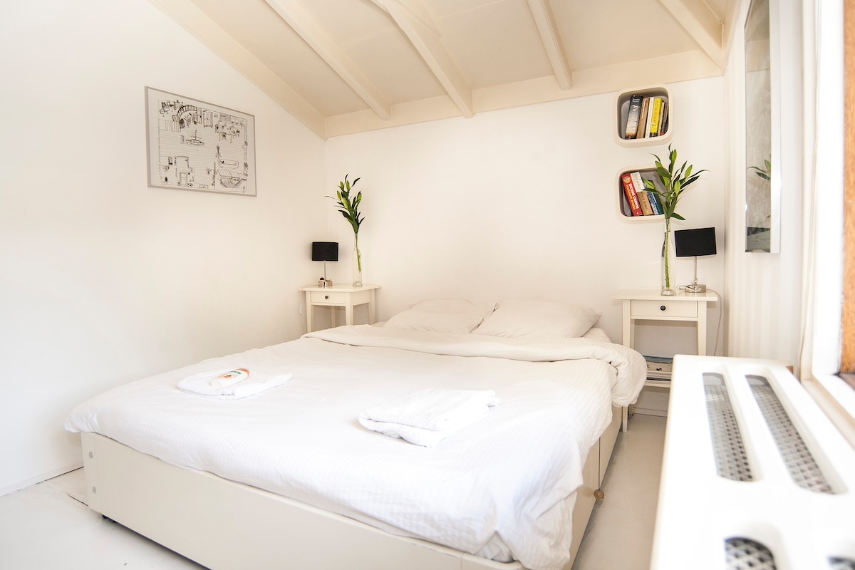 Your bedroom. Enjoy the tranquility while waking up, only be 'disturbed' by birds celebrating the new day.