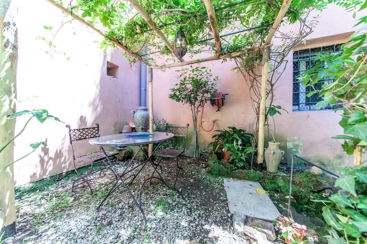 appartment-garden in trastevere