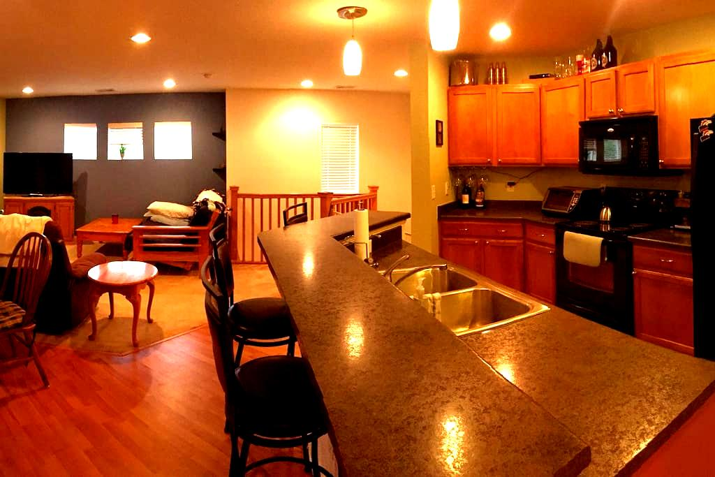 Warm Private 1BD Denver & Airport - Henderson