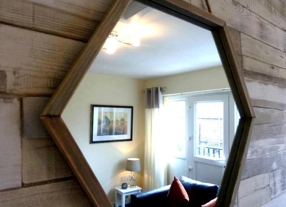 Smart Carlisle town-house sleeps 6+ - Carlisle