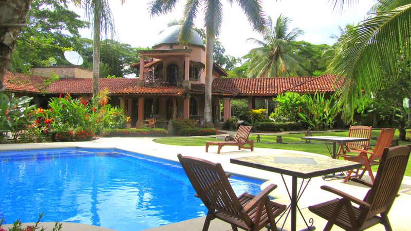 5 luxe suites, concierge, breakfast