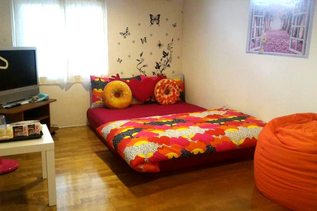 come home b&b 浪漫雙人雅房 房外單獨使用衛浴間 - Ruifang District - Bed & Breakfast