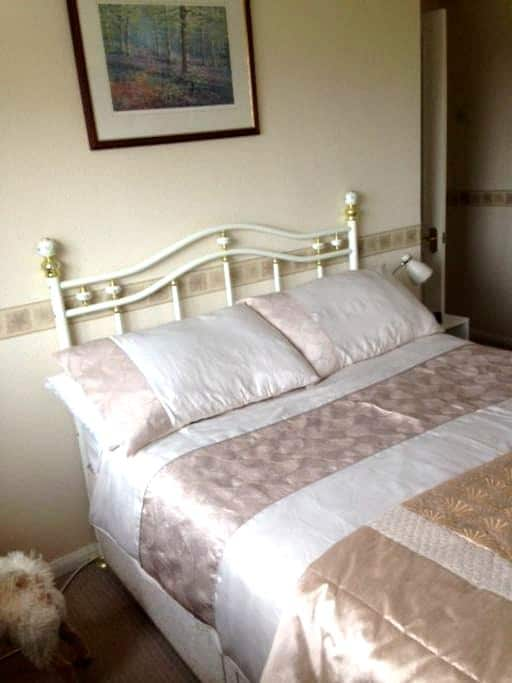 Comfortable room in beautiful North Wales - Greenfield - Casa