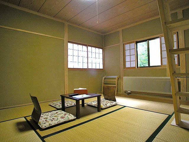 Sitting room with tatami floor - north facing
