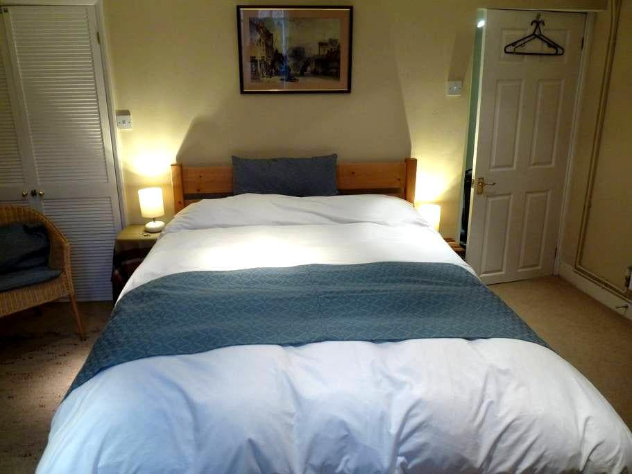 Quiet double room at the west end of the Harbour - Bristol