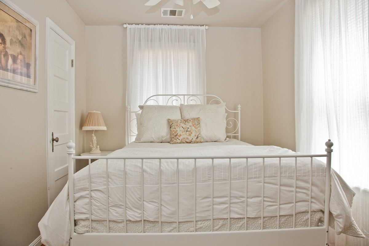 Second bedroom. Queen bed - brand new mattress. Quality linens.