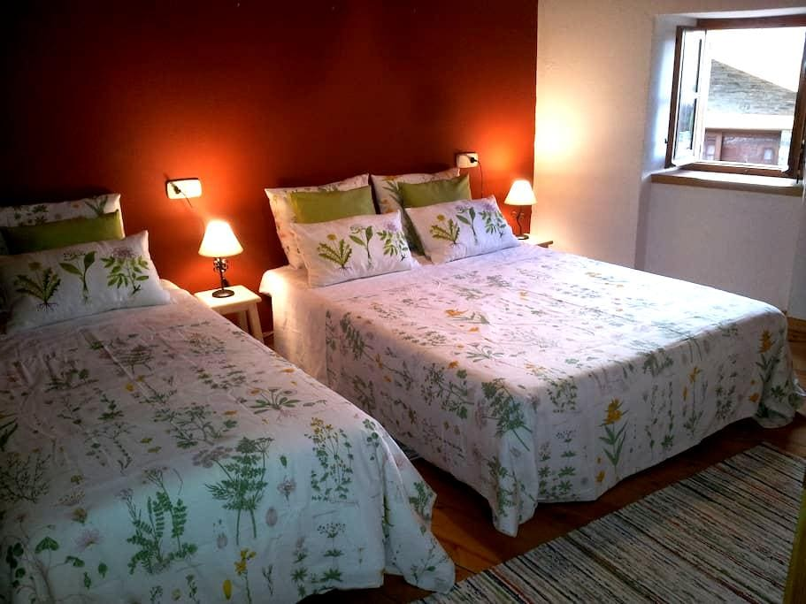 Habitación grande en casa rústica - Guils de Cerdanya - Casa