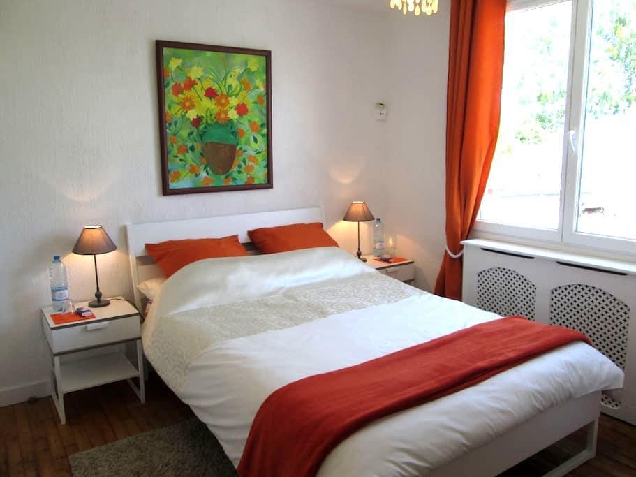 Le TOURNESOL 1 near Mont St. Michel - PONTORSON - Bed & Breakfast