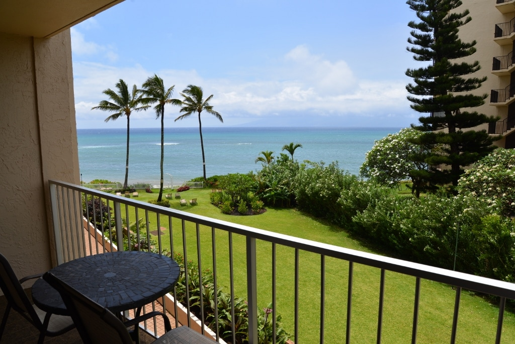 The clear ocean view within reach! So calm and serene sitting at the lanai!