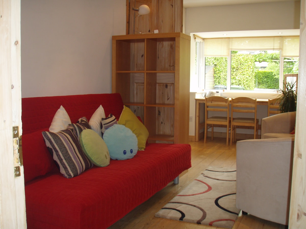 study/playroom/4th bedroom (double sofa bed)
