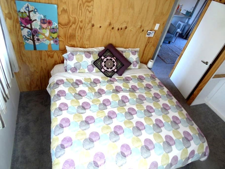 Double bed in private room - refurbished (room 5) - Bunnythorpe - Haus