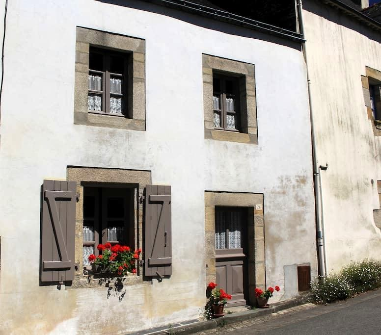 Number 26 - Rochefort-en-Terre - House