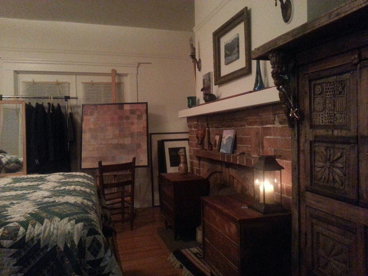 There's a cabinet on the right, two small dressers and hanging rack so you can unpack if needed.   That's a candle lit lantern there that adds some warmth too.