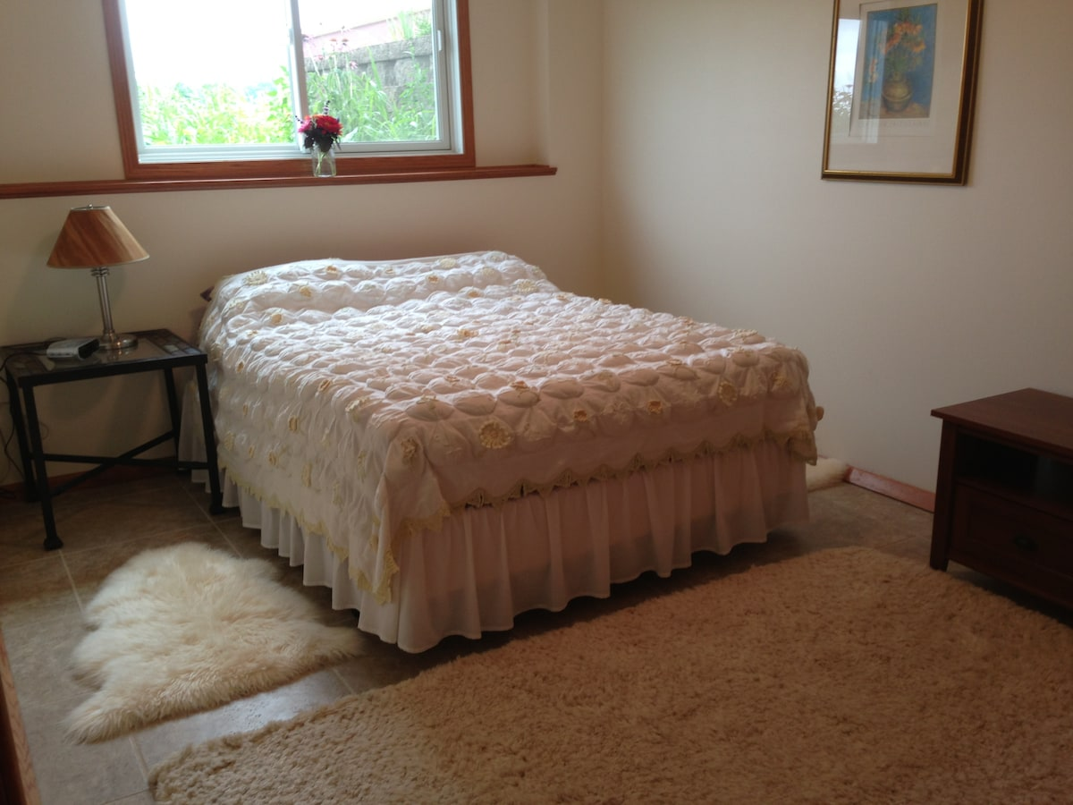 Queen size bed in a simple comfortable room.