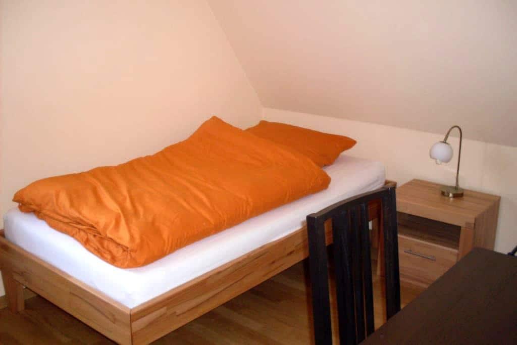 Ruhiges Zimmer in ruhigem Vorort - Nürnberg - Casa