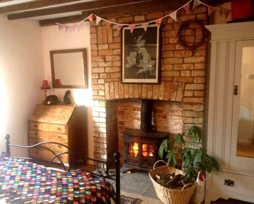 Cosy room w wood burner +bike store - North Curry - Ev