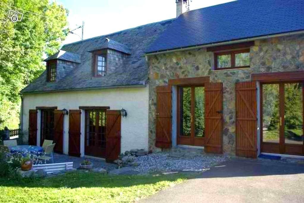 Maison de montagne avec jardin - Hèches - House